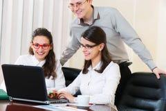 Grupo de personas en la presentación del negocio imagen de archivo
