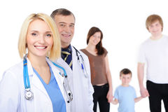 Grupo de personas feliz en el hospital Fotografía de archivo libre de regalías
