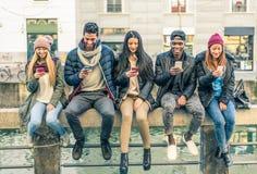 Grupo de personas multirracial con los teléfonos móviles Fotos de archivo libres de regalías