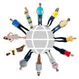 Grupo de personas que se coloca en un círculo fotografía de archivo