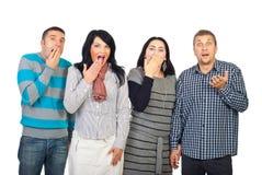 Grupo de personas sorprendido en una línea Foto de archivo libre de regalías