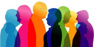 Grupo de pessoas adultas da fala Diálogo e conversação entre pessoas adultas Perfil - silhueta - retrato - cara Exposu múltiplo ilustração stock