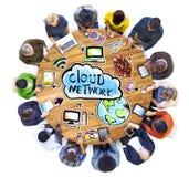 Grupo de pessoas com conceito da rede da nuvem Imagens de Stock Royalty Free