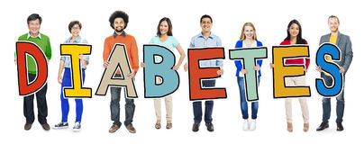 Grupo de pessoas Multi-étnico que guarda o diabetes do texto fotografia de stock royalty free