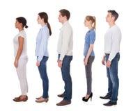 Grupo de pessoas na fila imagem de stock royalty free
