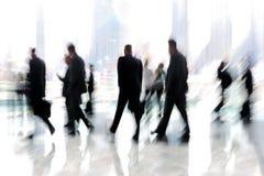 Grupo de pessoas no centro de negócios da entrada imagem de stock