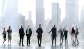 Grupo de pessoas no centro de negócios da entrada imagens de stock