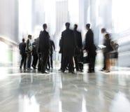 Grupo de pessoas no centro de negócios da entrada imagem de stock royalty free