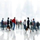 Grupo de pessoas no centro de negócios da entrada imagens de stock royalty free