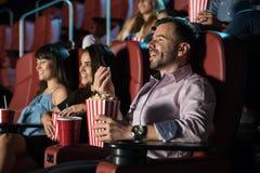 Grupo de pessoas no cinema fotos de stock royalty free
