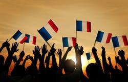 Grupo de pessoas que acena bandeiras francesas fotografia de stock royalty free