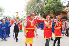 Grupo de pessoas que atende a festivais tradicionais Foto de Stock Royalty Free