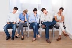 Grupo de pessoas que dorme na cadeira Fotos de Stock Royalty Free