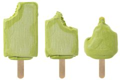 Grupo de picolés mordidos do chá verde isolados no fundo branco Foto de Stock Royalty Free