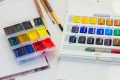 Grupo de pinturas da aquarela com escovas Imagem de Stock Royalty Free