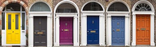 Grupo de portas coloridas em Dublin das épocas Georgian do século XVIII Fotografia de Stock Royalty Free