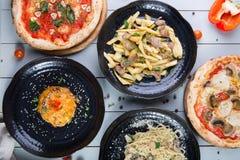 Grupo de pratos diferentes foto de stock royalty free