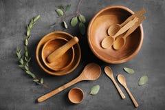 Grupo de pratos e de cutelaria fotografia de stock