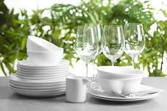 Grupo de pratos limpos fotos de stock royalty free