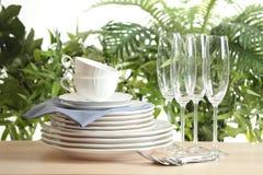 Grupo de pratos limpos imagens de stock royalty free