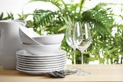 Grupo de pratos limpos imagem de stock royalty free