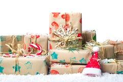 Grupo de presentes de Natal e de chapéu de Santa Imagem de Stock