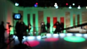 Grupo de produção do anúncio publicitário da televisão - programas televisivo da gravação - vídeo conservado em estoque video estoque