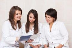 Grupo de profesionales del cuidado médico Foto de archivo