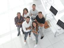 Grupo de profissionais criativos que estão no escritório Fotos de Stock
