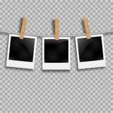 Grupo de quadros da foto na corda com pregador de roupa Quadros da foto do Polaroid ajustados em transparente ilustração royalty free