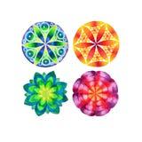 Grupo de quatro mandalas coloridas diferentes ilustração do vetor