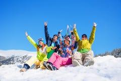 Grupo de quatro snowboarders foto de stock royalty free