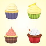 Grupo de queques bonitos e de queques do vetor Queque colorido isolado para o projeto do cartaz do alimento Imagens de Stock Royalty Free
