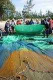 Grupo de rede dos peixes da tração do pescador Fotos de Stock Royalty Free