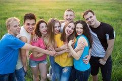 Grupo de risa feliz de la gente joven Foto de archivo