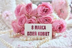 Grupo de rosas cor-de-rosa com o cartão para o dia das mulheres no Polônia Imagens de Stock Royalty Free