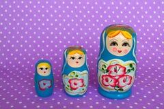 Grupo de russo do matryoshka três, bonecas do aninhamento Foto de Stock