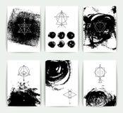 Grupo de símbolos geométricos da alquimia do vetor no fundo desenhado à mão ilustração stock