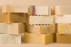 Grupo de sabão handmade com material erval Fotografia de Stock Royalty Free