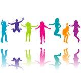 Grupo de salto colorido das silhuetas das crianças Foto de Stock Royalty Free