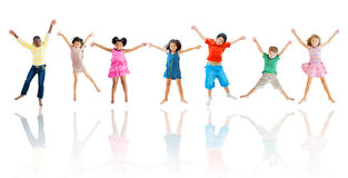 Grupo de salto diverso de los niños Fotografía de archivo