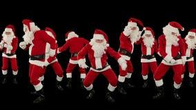 Grupo de Santa Claus Dancing Against Black, fundo do feriado do Natal, metragem conservada em estoque