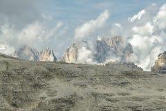 Grupo de Sassolungo em dolomites italianas imagem de stock royalty free