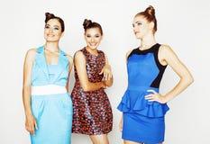 Grupo de señoras elegantes diversas en los vestidos brillantes aislados en wh Imágenes de archivo libres de regalías