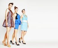 Grupo de señoras elegantes diversas en los vestidos brillantes aislados en wh Imagenes de archivo