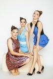 Grupo de señoras elegantes diversas en vestidos brillantes Fotografía de archivo libre de regalías