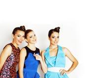 Grupo de señoras elegantes diversas en vestidos brillantes en wh Imagenes de archivo