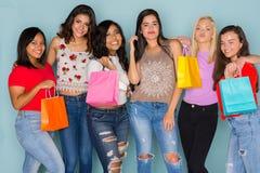Grupo de seis amigos adolescentes diversos Fotografía de archivo libre de regalías