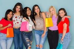 Grupo de seis amigos adolescentes diversos Fotos de archivo libres de regalías