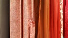 Grupo de selección colorida del rollo de la tela/de acción de la tela colorida del arco iris para el negocio del diseño de la mod Foto de archivo